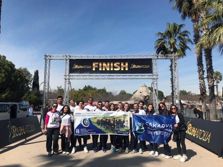 SUBÜ'lü öğrenciler Runatolia Maratonu'nda gönüllü olarak yer aldı