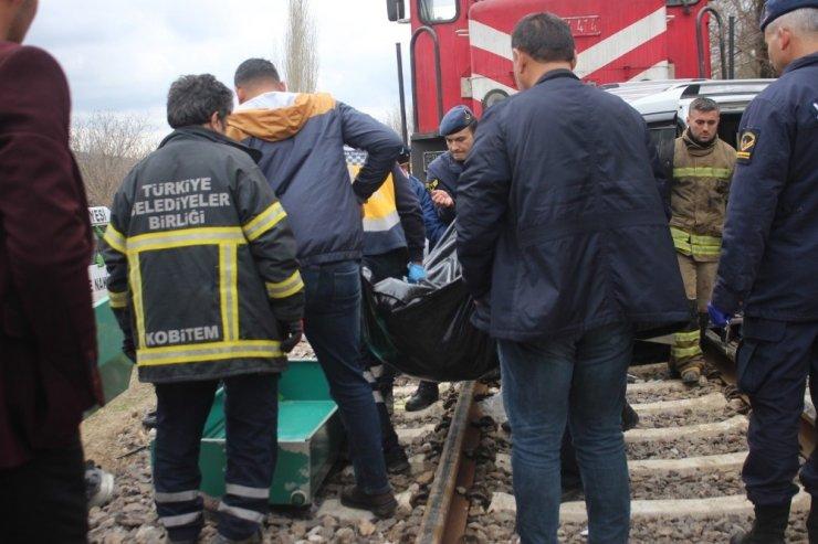 Uşak'ta hemzemin geçit faciası: 2 ölü, 2 yaralı