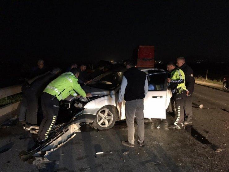 Polis memuru görev çıkışı kaza yaptı