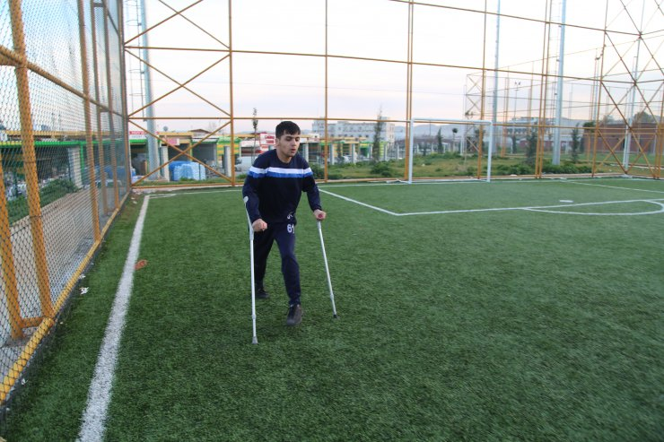 Engelini ampute futbolla aşmaya çalışıyor