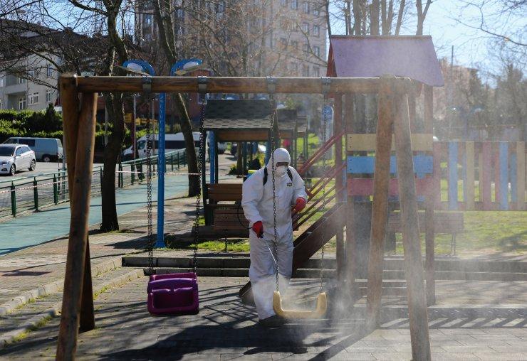 Eyüpsultan'da parklar koronavirüs tedbirleri kapsamında dezenfekte edildi