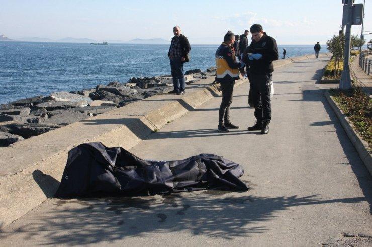 Fatih'te denizde erkek cesedi bulundu