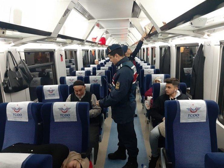 Jandarmadan yolcu trenlerine asayiş uygulaması