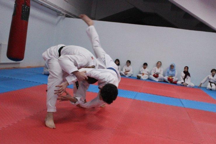 Karateci Elif'ten Emniyet Müdürüne Tekme