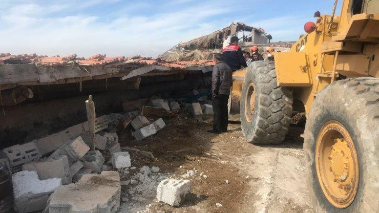 Konya'da çardağın çatısı çöktü, 29 küçükbaş hayvan telef oldu