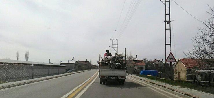 Kamyon kasasındaki tehlikeli yolculuk kamerada