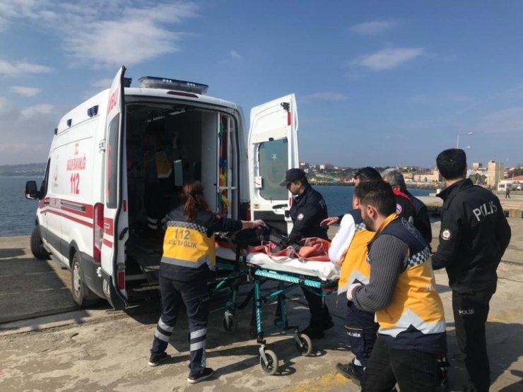 İskeleden denize atlayan şahsı polis kurtardı