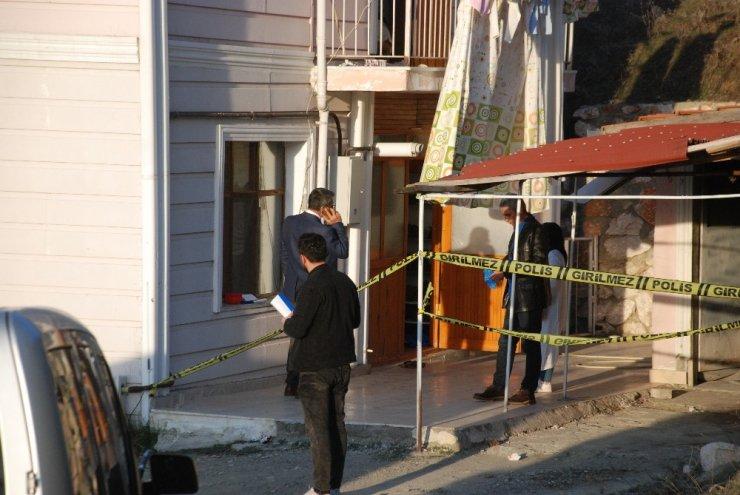 Evine giren hırsızı bıçaklayarak öldürdü