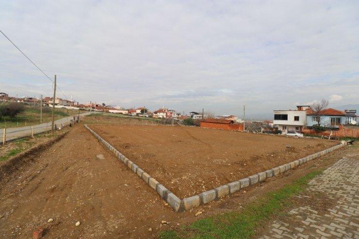 Turgutlu Belediyesinden iki mahalleye çim saha