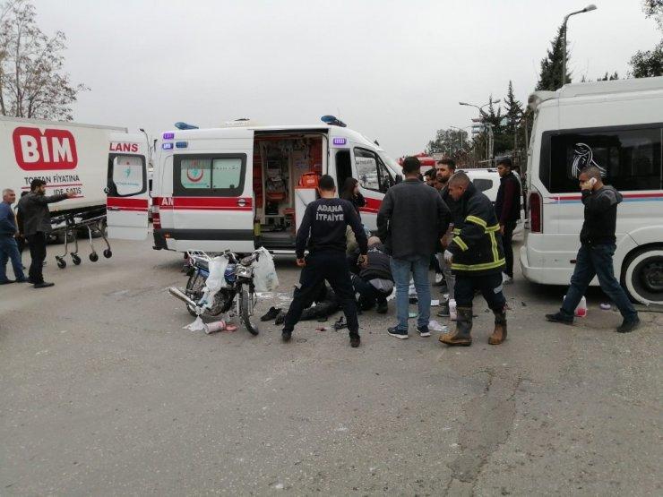 Motosiklet minibüse çarptı: 2 yaralı