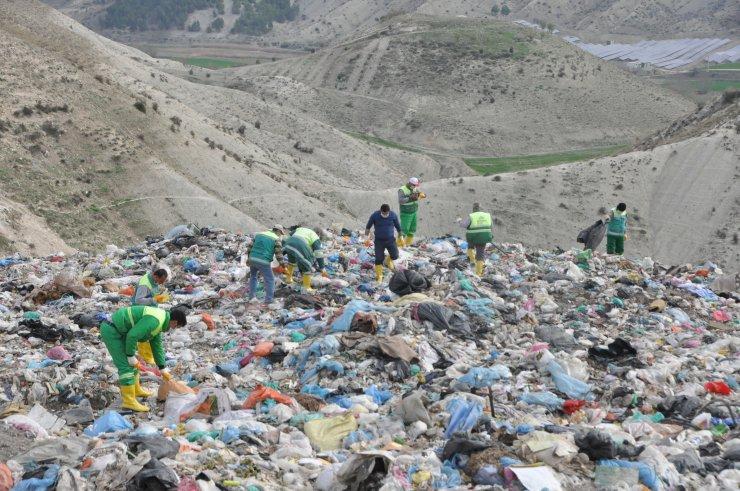 Adıyaman'da annesinin öldürdüğü iddia edilen bebek çöplükte aranıyor