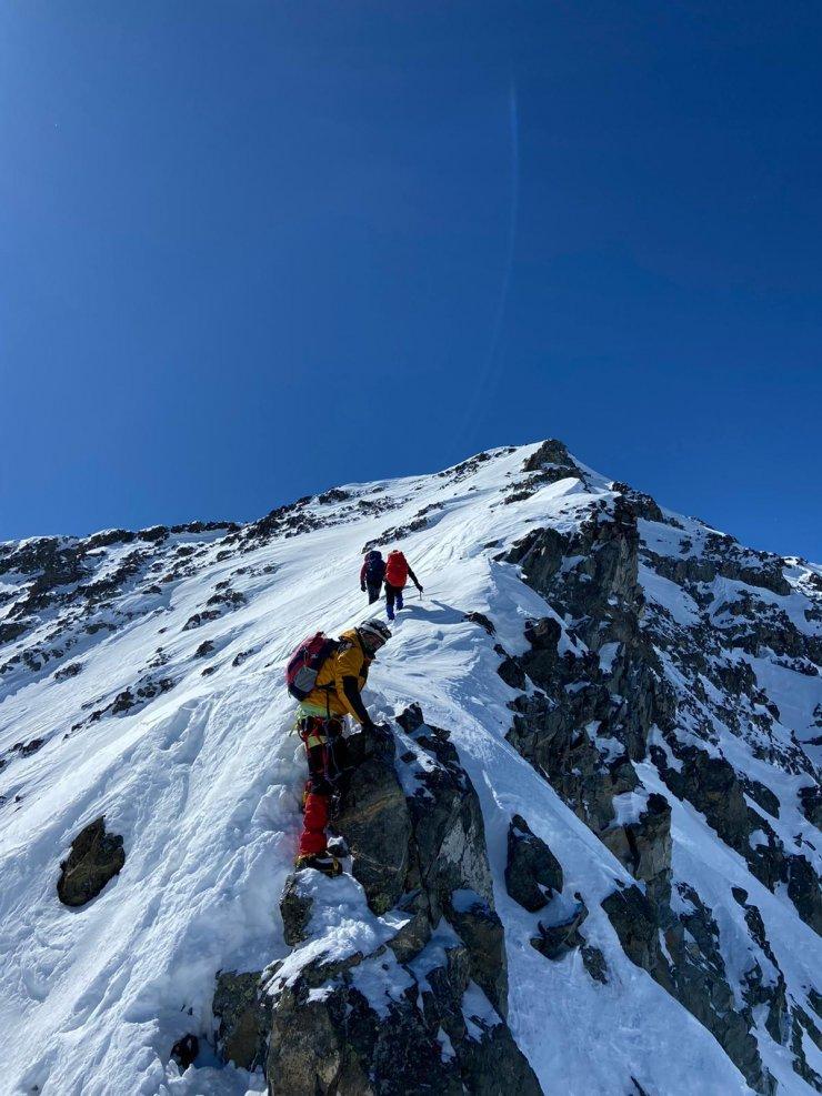 Doğu Karadenizli dağcılardan Kaçkar Dağı zirvesine zorlu tırmanış