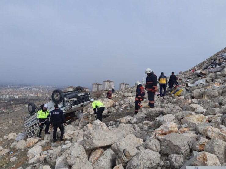 Malatya'da kamyon şarampole devrildi: 1 ölü