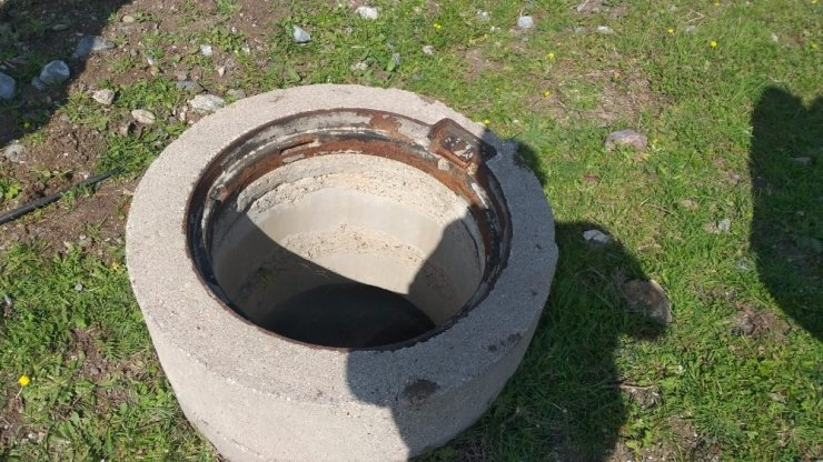 Hırsızlar kanalizasyon kapaklarını çaldı