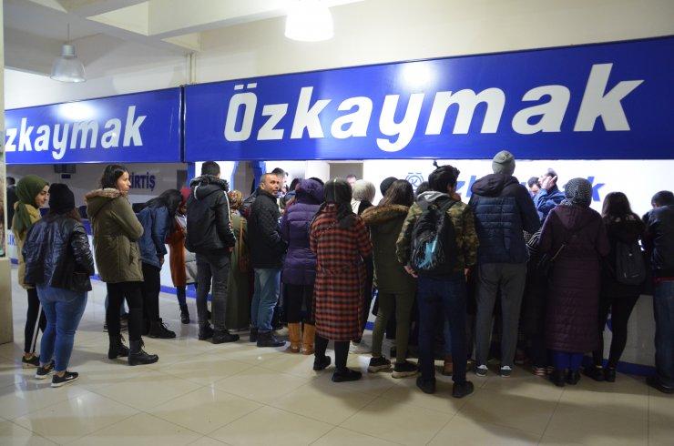 Üniversite öğrencileri terminallerde yoğunluk oluşturdu