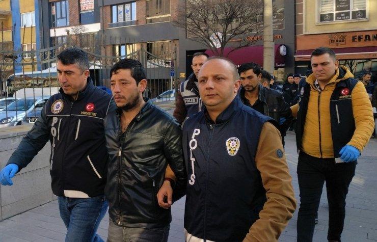 Uyuşturucu operasyonunda gözaltına alınan 8 şüpheli adliyede