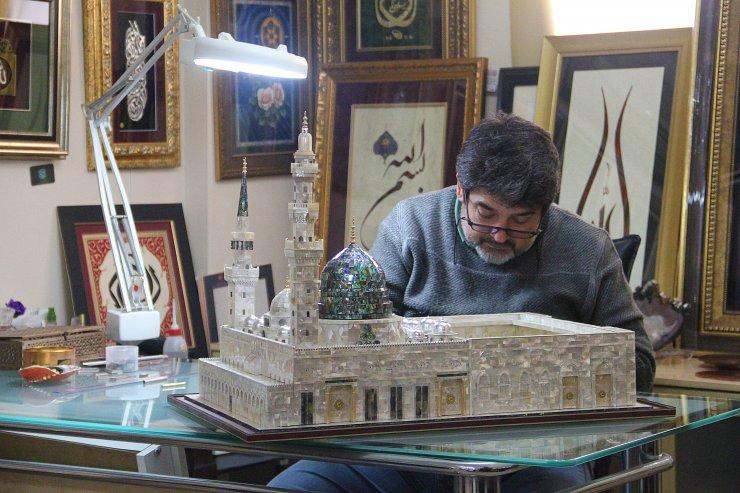 Adanalı öğretmen 28 bin sedef parçasından Mescid-i Nebevi maketi yaptı