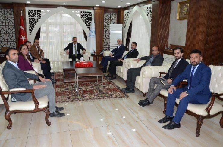 AK Parti heyeti esnafı ziyaret etti