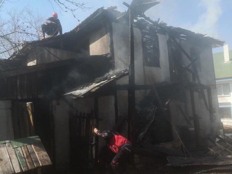 Bolu'da, yangın sonucu ahşap evde hasar oluştu