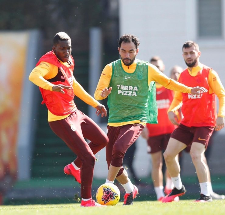 Galatasaray'da Onyekuru sevinci, takımla çalıştı