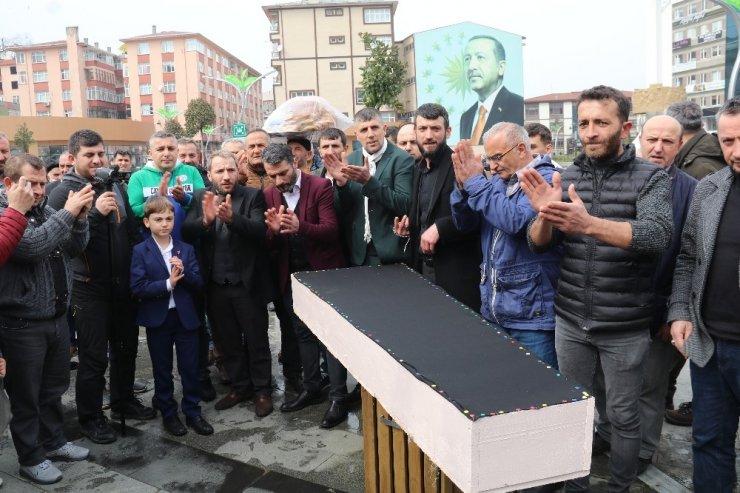 AK Parti'den DEVA Partisi'ne geçen partililer için gıyabi cenaze namazı kılmak istediler ama