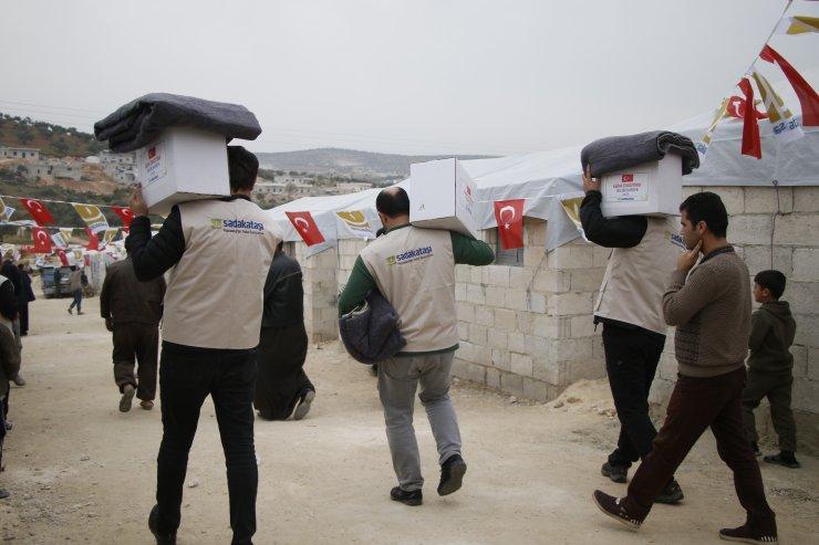 Sadakataşı, İdlib'de inşa ettiği briket evlere yerinden edilenleri yerleştirdi
