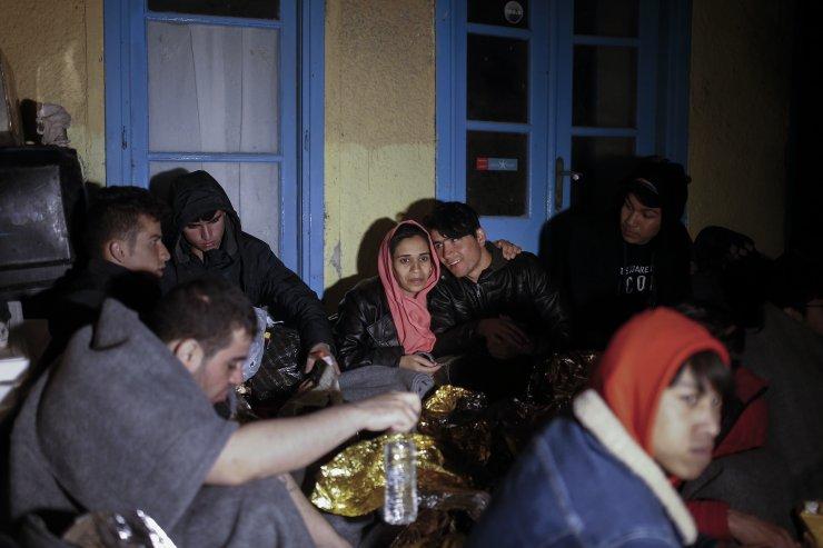 Sığınmacıların Midilli'ye geçişleri sürüyor