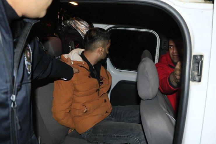 Havaya ateş açan maganda otomobiliyle kaçmak isterken yakalandı
