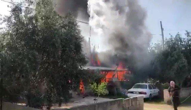 Müstakil ev alev topuna döndü, mahalleli panik yaşadı