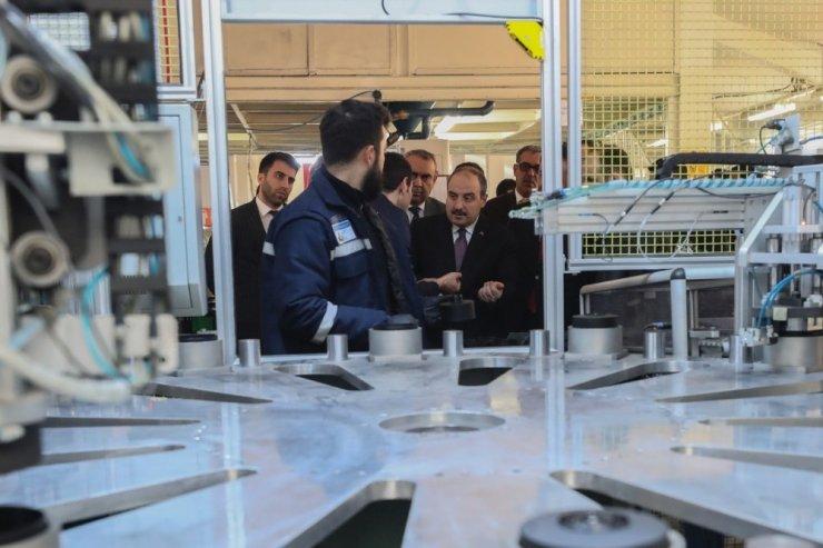 Bakan Varank maske fabrikasını ziyaret etti: