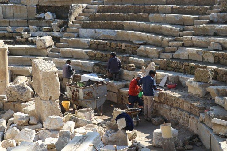 Laodikya'da 2 bin yıllık güneş saati bulundu
