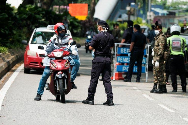 Malezya'da asker, koronavirüs tedbirleri kapsamında sokağa indi