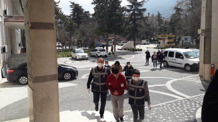 Akşehir'de uyuşturucu satıcılarına operasyon