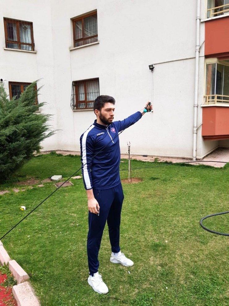 """Halkbank Voleybol Takımı'nın genç yıldızı Furkan Aydın: """"En kısa sürede bu zorlu günlerden kurtulmayı dilerim"""""""