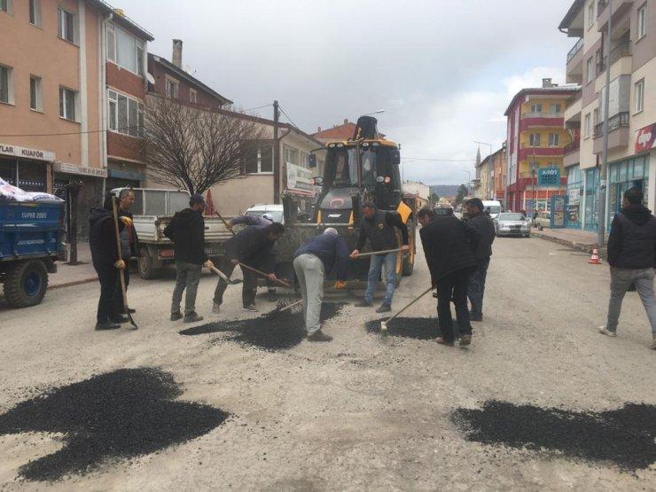 Ulaş'ta asfalt yama çalışmalarına başlandı