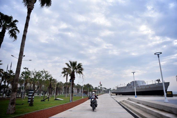 Adana'da heyelan nedeniyle kapanan yol kısmen ulaşıma açıldı