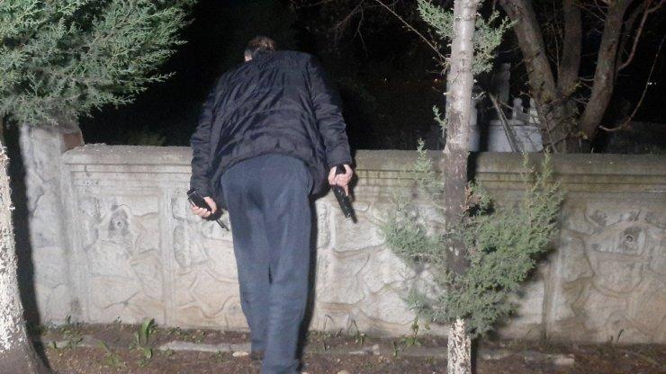 Mezarlıkta korkutan kadın çığlığı