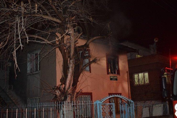 Malatya'da babasıyla tartışan şahıs evi ateşe verdi