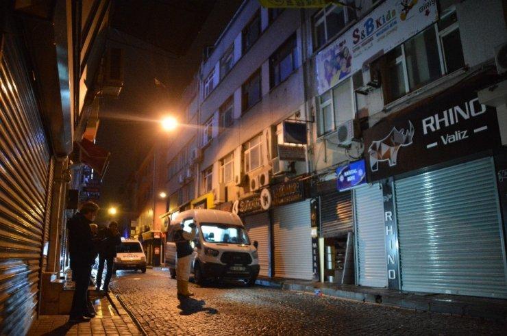Fatih'teki bir iş hanında çıkan yangında 1 kişi yanarak feci şekilde can verdi