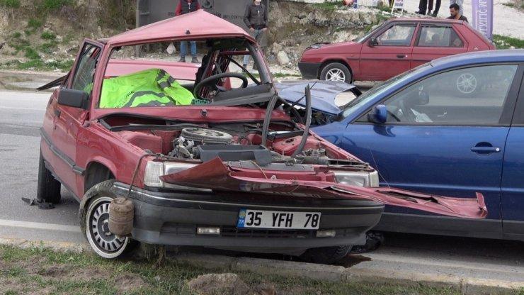 Denizli'de trafik kazası: 1 ölü, 2 yaralı