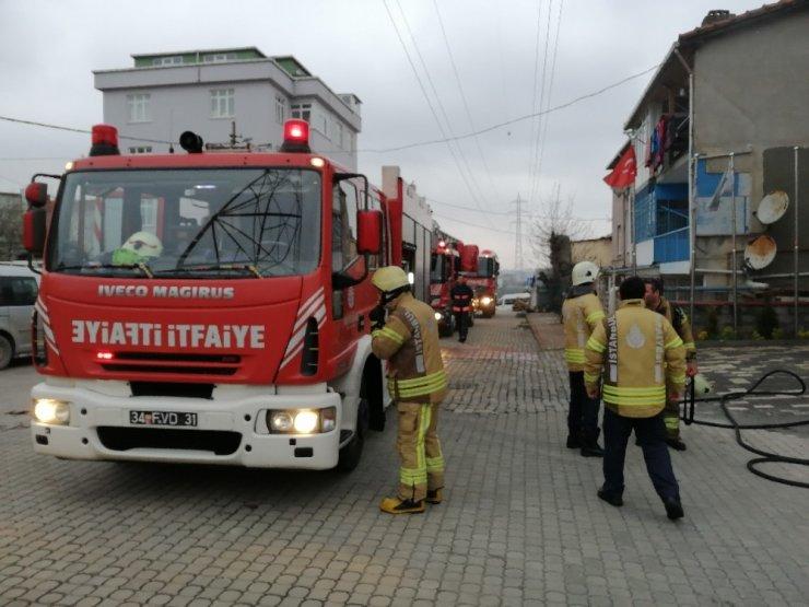 Sancaktepe'de iş yerinde korkutan yangın