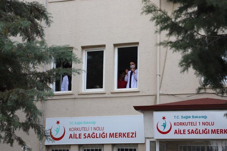 Antalya'da mehteranlar sağlık çalışanlarına moral için çaldı