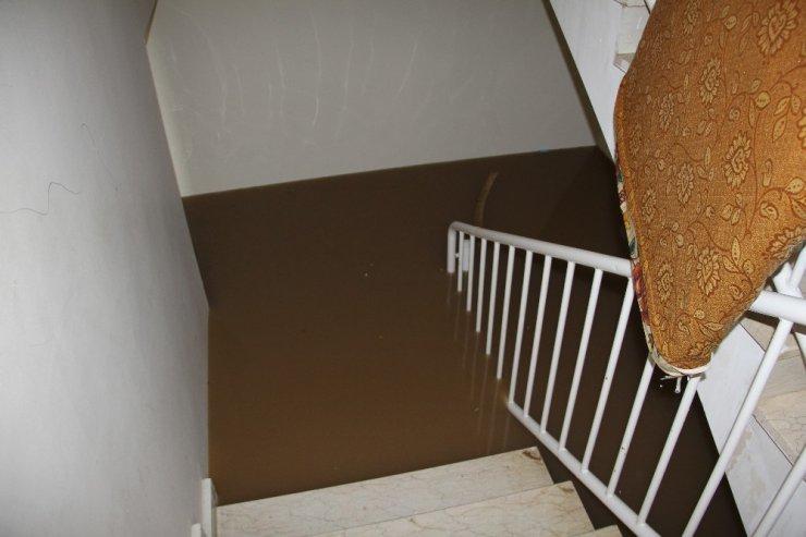 Diyarbakır'da sağanak yağış nedeni ile evler su altında kaldı