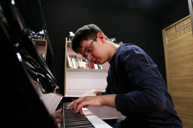 13 yaşındaki Türk piyanist 4 kıtada konser verdi