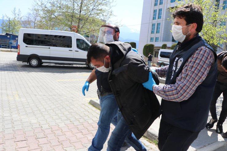 Denizli'de kavgaya müdahale eden polis memurunun burnu kırıldı