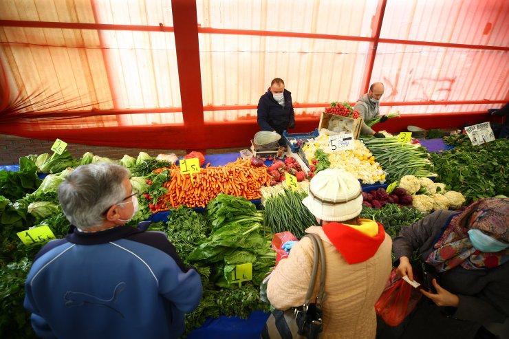 Konya pazarlarında koronavirüs hassasiyeti