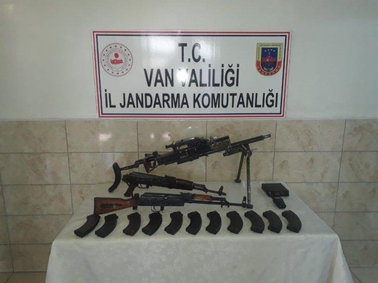 Bu görüntüler de Van'dan! Teröristlerin elindeki mühimmatlar ele geçirildi
