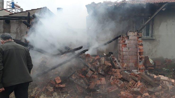 Afyonkarahisar'da bir evde yangın çıktı!