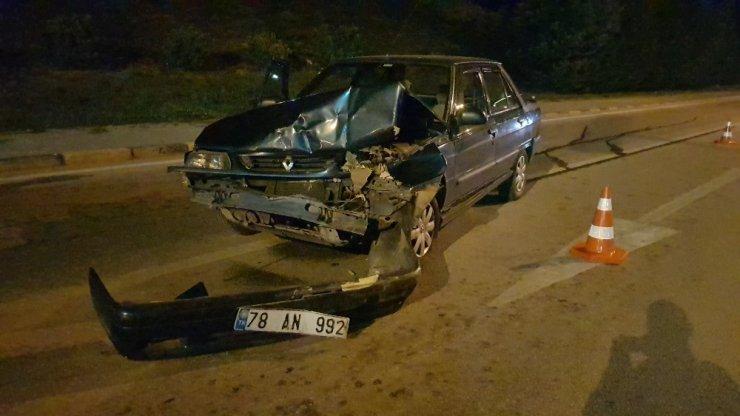 Alkollü sürücü sivil polis aracına çarptı!