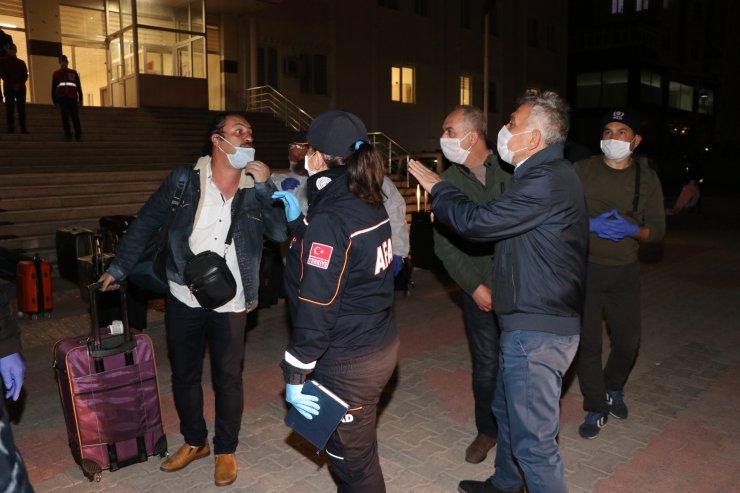 Bangladeş'ten Konya'ya gelen 154 kişi, Karaman'da karantinada